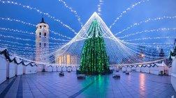 Βγαλμένο από παραμύθι: Ενα Χριστουγεννιάτικο δέντρο με 50.000 λαμπάκια!