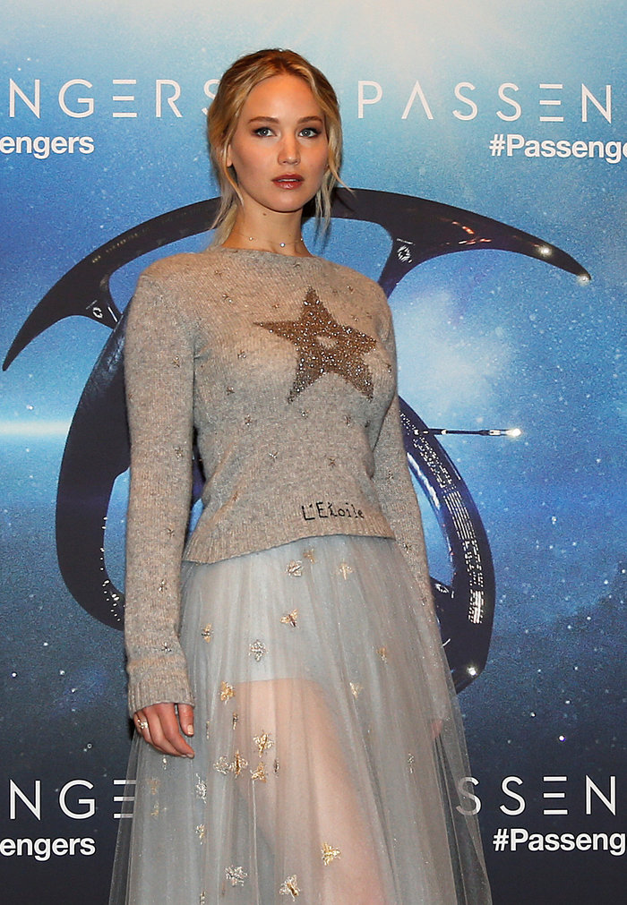 b80cacf7608 Η πιο εντυπωσιακή εμφάνισή της ήταν στο Παρίσι, όπου εμφανίστηκε φορώντας  ένα μάλλινο πουλόβερ και μία τούλινη φούστα tutu.