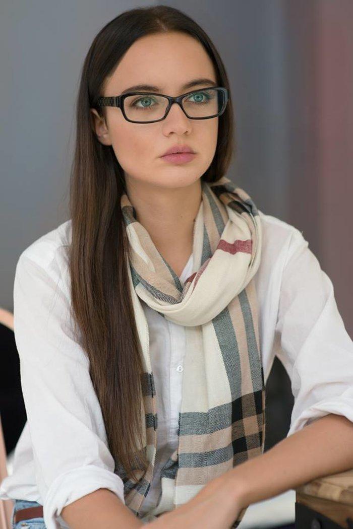 Mια 23χρονη από την Κρήτη έγινε «μούσα» του Louboutin και ποζάρει στη Vogue