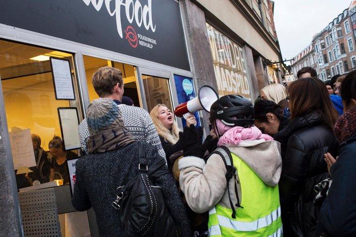 Γιατί οι Δανοί κάνουν ουρές για να αγοράσουν ληγμένα τρόφιμα; Κάτι ξέρουν