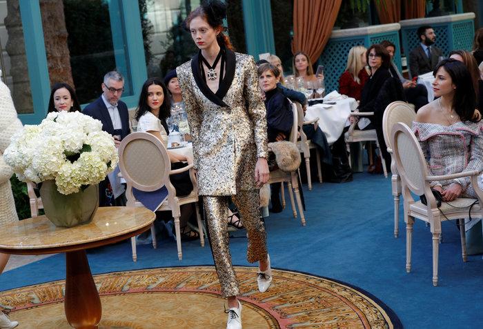 Η αμαρτωλή Κάρα Ντελεβίν επέστρεψε. Ενα αλλιώτικο σόου του Chanel. - εικόνα 5