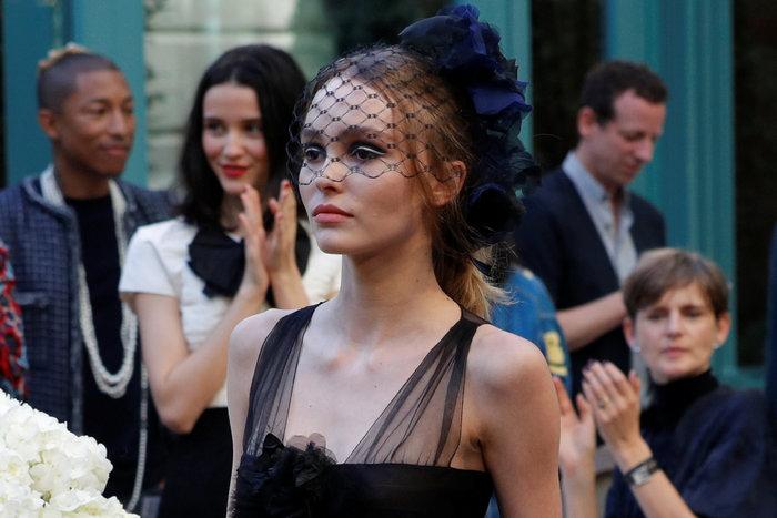 Η αμαρτωλή Κάρα Ντελεβίν επέστρεψε. Ενα αλλιώτικο σόου του Chanel. - εικόνα 3