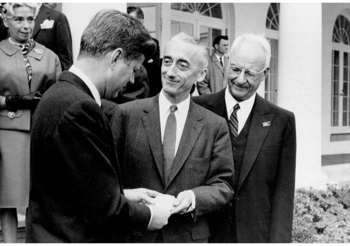 Με τον πρόεδρο των ΗΠΑ, Τ.Φ. Κέννεντι