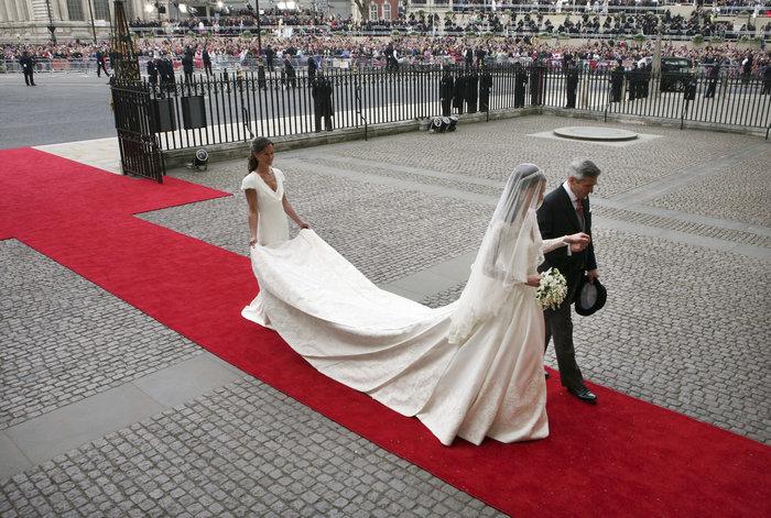Ο... γλυκός ρόλος της πριγκίπισσας Σάρλοτ στον γάμο της θείας της
