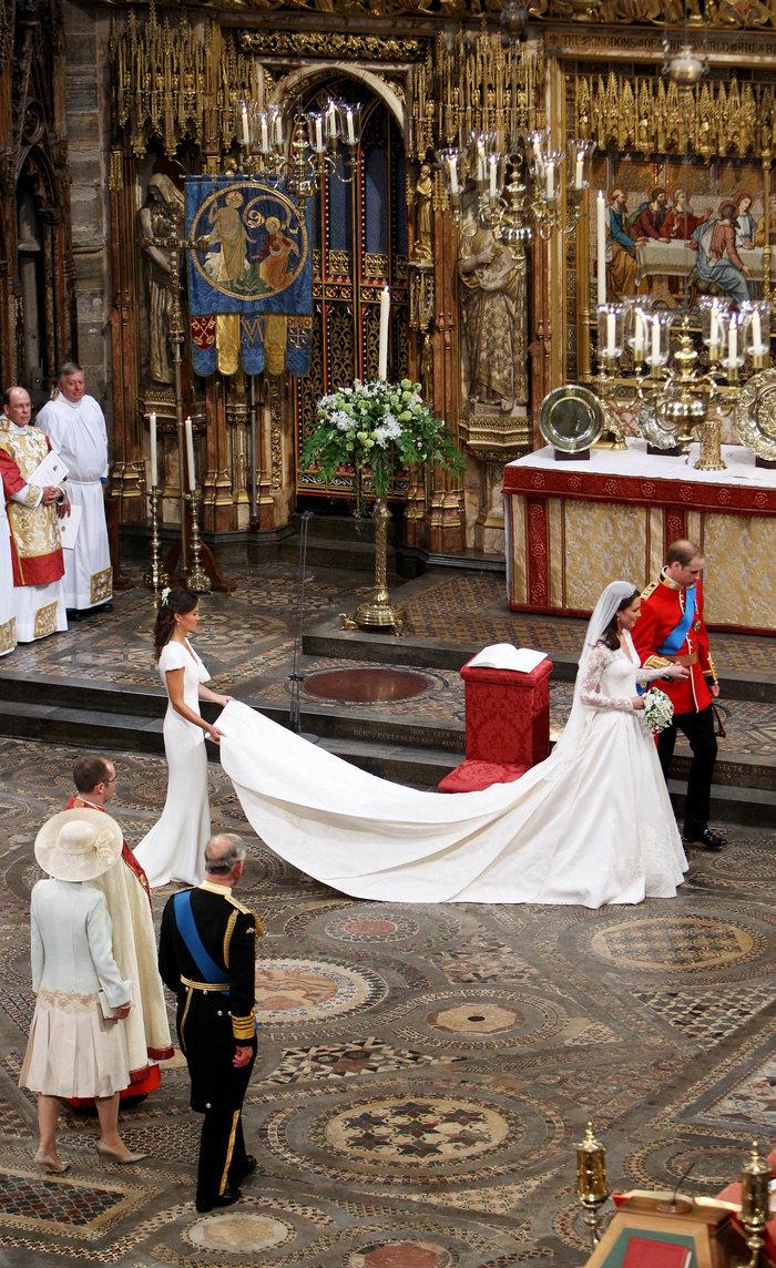 Ο... γλυκός ρόλος της πριγκίπισσας Σάρλοτ στον γάμο της θείας της - εικόνα 3