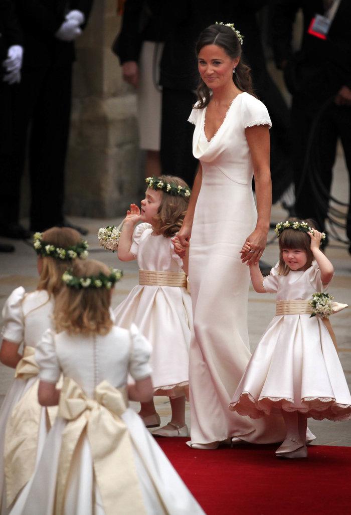 Ο... γλυκός ρόλος της πριγκίπισσας Σάρλοτ στον γάμο της θείας της - εικόνα 2