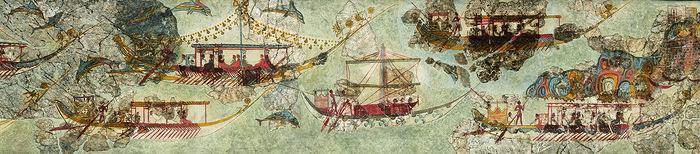 Στο κέντρο της νηοπομπής δεσπόζει, δυστυχώς όχι καλά διατηρημένο, μικρό σκάφος με ανοιγμένα τα πανιά. Προφανώς πρόκειται για τον αγγελιοφόρο της νηοπομπής, όπως υποδηλώνουν και τα περιστέρια που εικονίζονται με ανοιχτές φτερούγες στα πλευρά του.