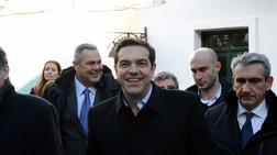 o-tsipras-anebase-fwto-me-to-ouranio-tokso-sto-aigaio-sto-twitter