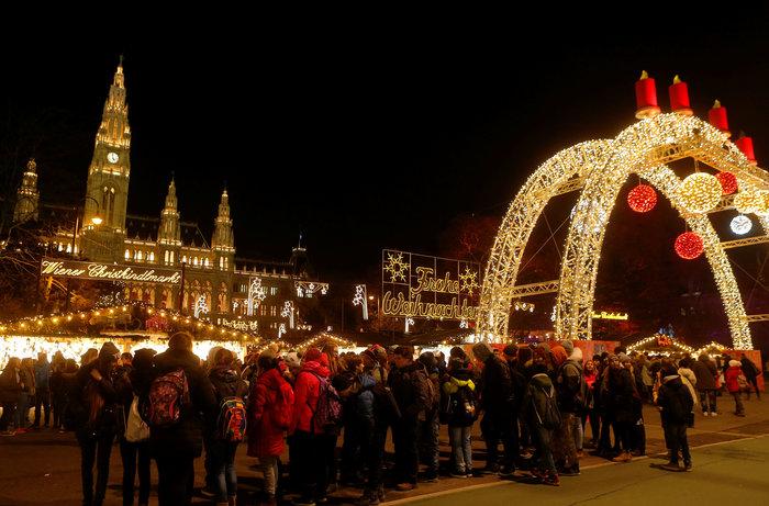 Ντυμένη γιορτινά, η Βιέννη υποδέχεται τα Χριστούγεννα - εικόνα 2