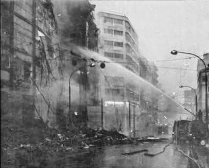 Η νύχτα που κάηκαν το Μινιόν και ο Κατράντζος στην Αθήνα [φωτο]