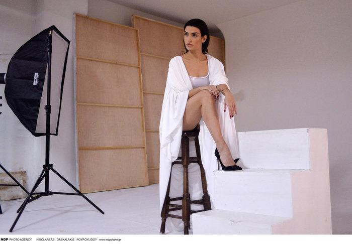 Η Τόνια Σωτηροπούλου backstage στην πιο σέξι φωτογράφηση - εικόνα 4