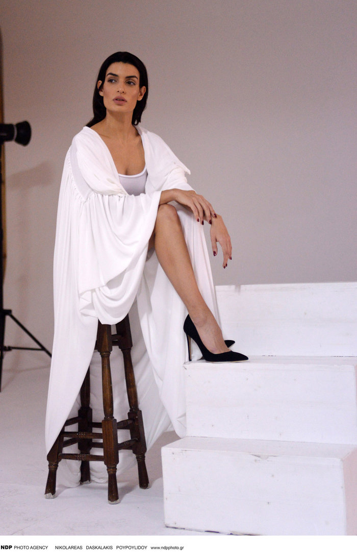 Η Τόνια Σωτηροπούλου backstage στην πιο σέξι φωτογράφηση - εικόνα 5