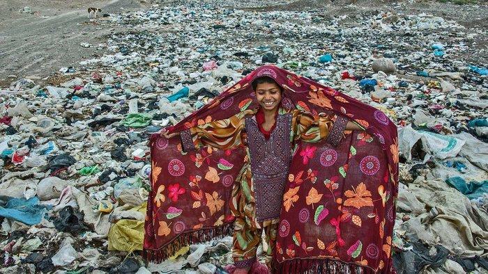 Unicef: Ενα κορίτσι ανάμεσα στα σκουπίδια η φωτογραφία της χρονιάς 2016