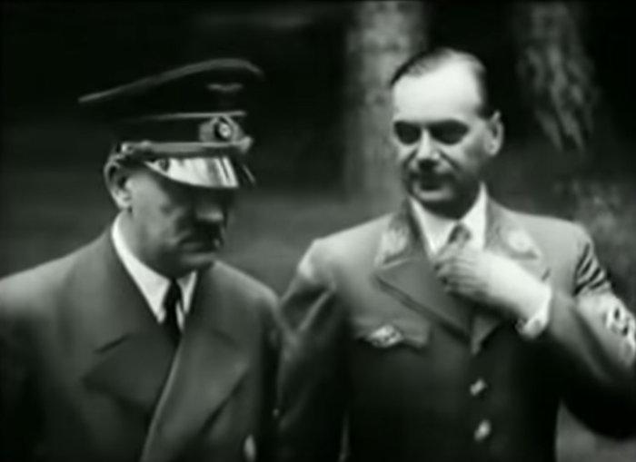 Α. Χίτλερ, Α. Ρόζενμπεργκ