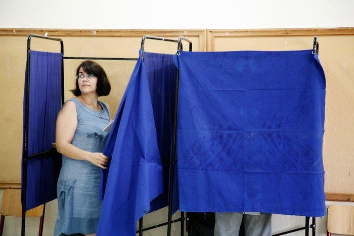 Από τα τέλη Οκτώβρη μέχρι και τα πρόσφατα, οι έρευνες κοινής γνώμης καταγράφουν την απώλεια των ποσοστών της κυβέρνησης ΣΥΡΙΖΑ-ΑΝΕΛ