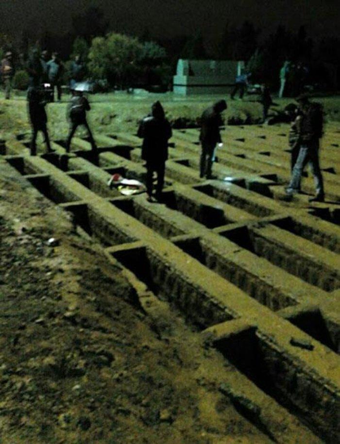 Αποτέλεσμα εικόνας για κοιμούνται σε άδειους τάφους στο νεκροταφείο του Σαχριγιάρ
