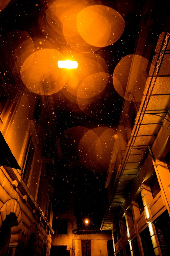 Η χιονισμένη νυχτερινή Αθήνα σε 24 φωτογραφίες - εικόνα 4