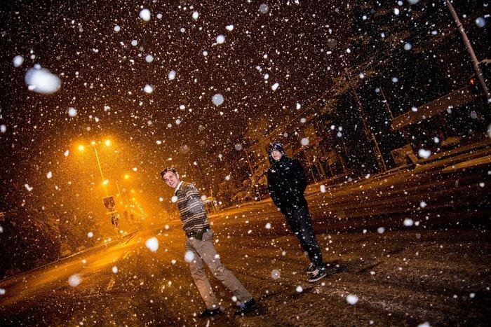 Η χιονισμένη νυχτερινή Αθήνα σε 24 φωτογραφίες - εικόνα 18