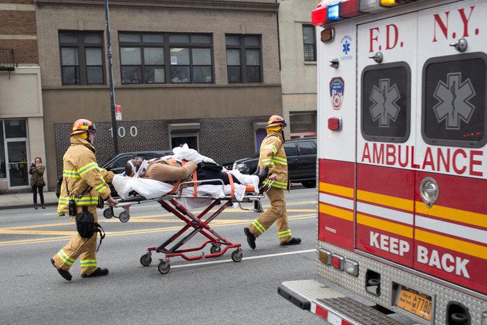 Εκτροχιασμός τρένου στη Νέα Υόρκη με δεκάδες τραυματίες