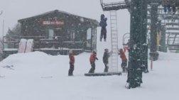Σοκ: Ανήλικος κρεμάστηκε από λιφτ σε χιονοδρομικό κέντρο-Δείτε το βίντεο