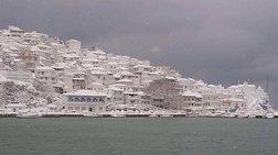 Η φωτογραφία της χιονισμένης Σκοπέλου που «έριξε» το Ιντερνετ