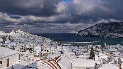 «Πνίγηκαν» στο χιόνι τα νησιά, προβλήματα σε όλη την Ελλάδα