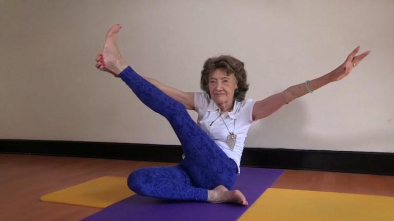 Η γηραιότερη δασκάλα γιόγκα είναι 98 ετών και διδάσκει ακόμα-τα ... 0c732abe565