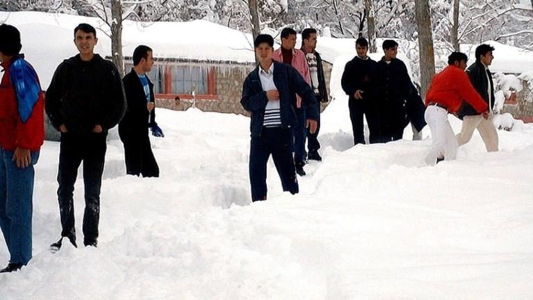 """Τα γερμανικά ΜΜΕ εστιάζουν στο """"πακέτο"""" προσφυγικό - χιονιάς"""