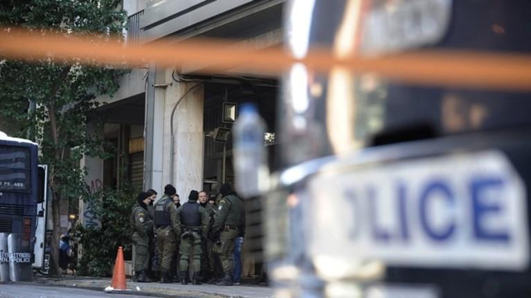 Επίθεση στα ΜΑΤ: Ξαναχτύπησαν τρία χρόνια μετά με το ίδιο καλάσνικοφ