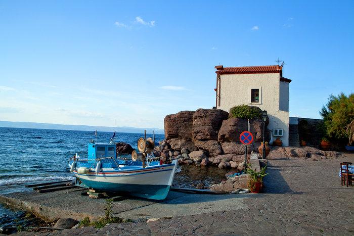 Θα βουλιάξει από κόσμο: Αυτό το μικρό ψαροχώρι της Ελλάδας είναι ο top τουριστικός προορισμός στον κόσμο για το 2017!