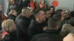 Η στιγμή της εισβολής των Χρυσαυγιτών στο σχολείο του Περάματος - Βίντεο