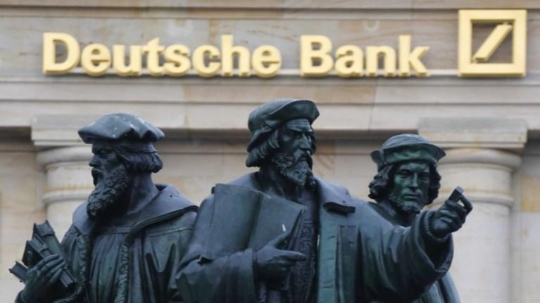 Υψηλόβαθμα στελέχη της Deutsche Bank χάνουν τα μπόνους τους