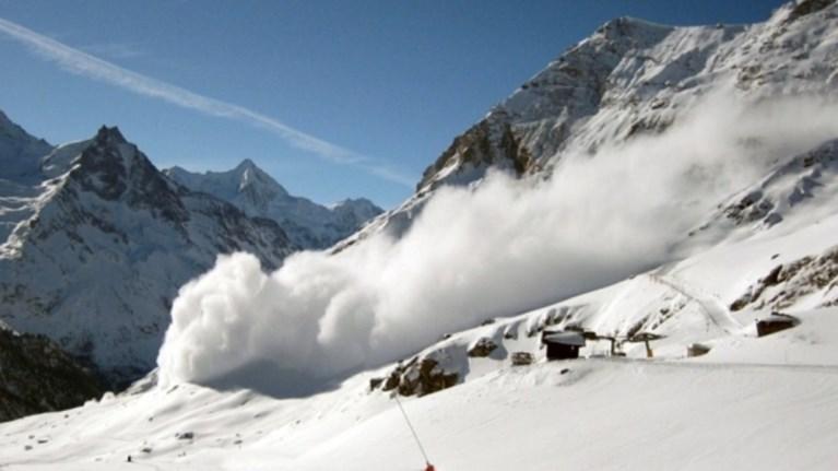 Αγνοούνται τρεις άνθρωποι μετά την χιονοστιβάδα στο ξενοδοχείο