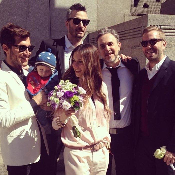 Η ανατρεπτική Σοφία Καρβέλα εξηγεί γιατί παντρεύτηκε φορώντας κοστούμι - εικόνα 4