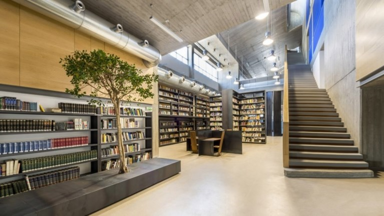egkainiastike-i-nea-bibliothiki-tis-sxolis-kalwn-texnwn