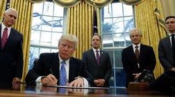 Ο Τραμπ επανέφερε τον περιορισμό των αμβλώσεων στον κόσμο