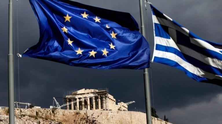 FAZ: Ο κόφτης στις συντάξεις ξεκλείδωσε τα μέτρα για το χρέος