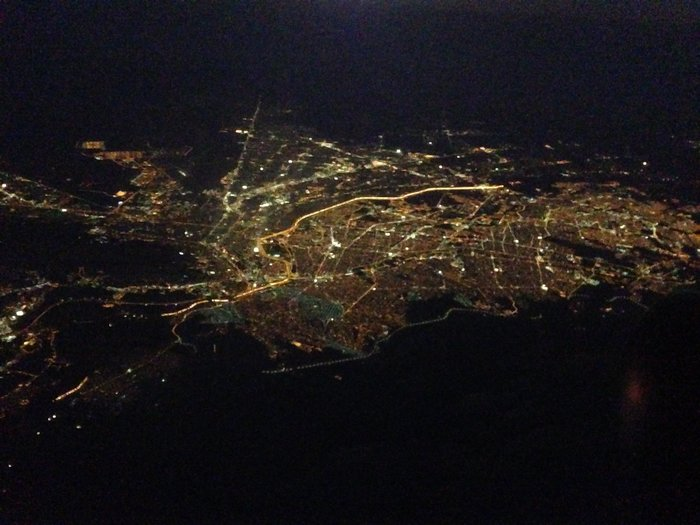 Το τείχος από δορυφορική φωτογραφία. Χωρίζει το Ελ Πάσο (Τέξας) από την Σιουδάδ Χουάρες (Μεξικό).