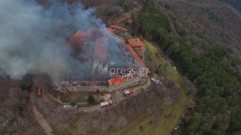 Αποτέλεσμα εικόνας για Φωτιά στη Μονή Βαρνάκοβας