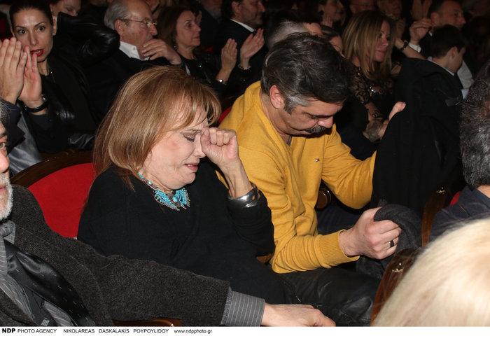 Συγκινημένη η Μαίρη Χρονοπούλου με τον Άλκη Κούρκουλο