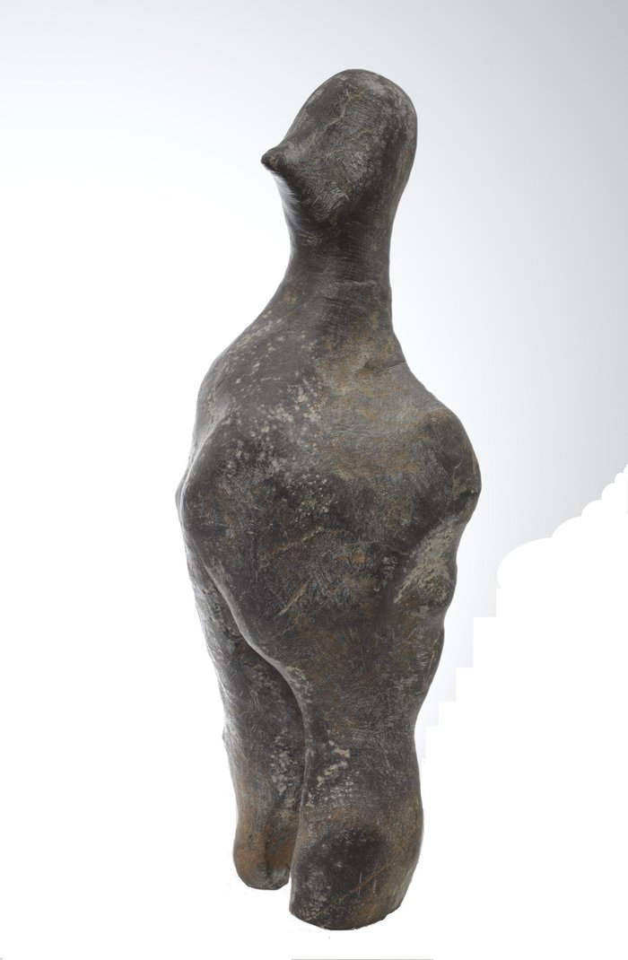 «Ένα Αίνιγμα 7000 χρόνων»: λίθινη ανθρώπινη μορφή της τελικής νεολιθικής περιόδου (Φωτογραφικό Αρχείο Εθνικού Αρχαιολογικού Μουσείου)