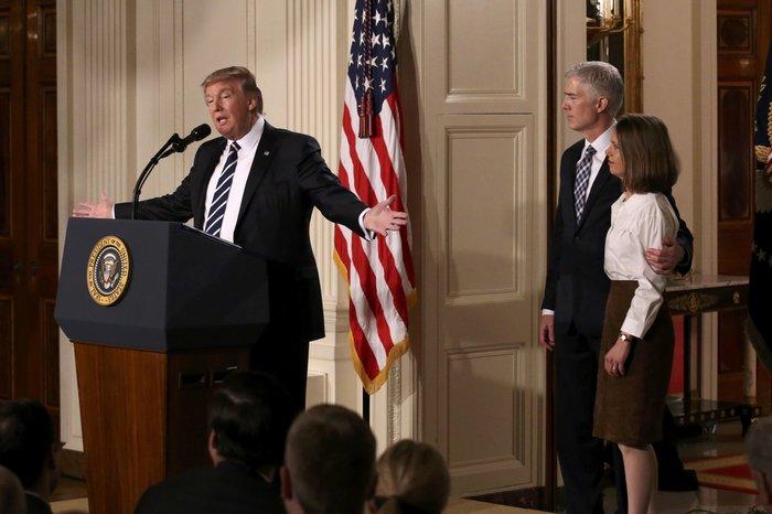 """Ο Τραμπ προσπαθεί να """"κερδίσει"""" το Ανώτατο Δικαστήριο των ΗΠΑ"""
