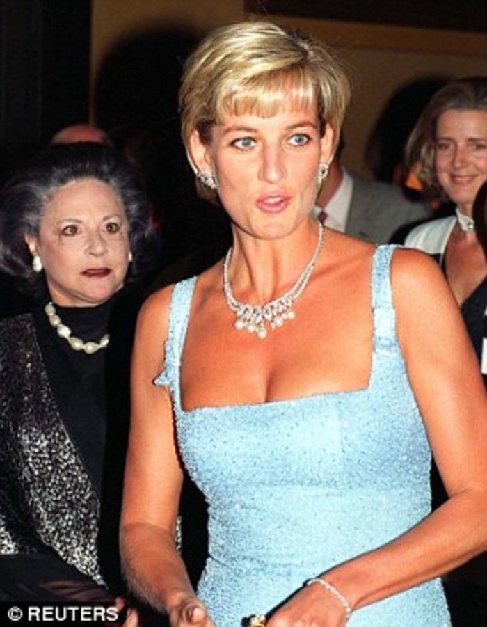 Το θρυλικό διαμαντένιο περιδέραιο της Νταϊάνα πωλείται σε τιμή - σοκ