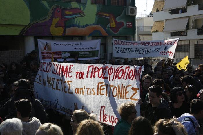 Πέραμα: Φεύγουν τα μισά παιδιά από το δημοτικό για τα προσφυγόπουλα - εικόνα 2