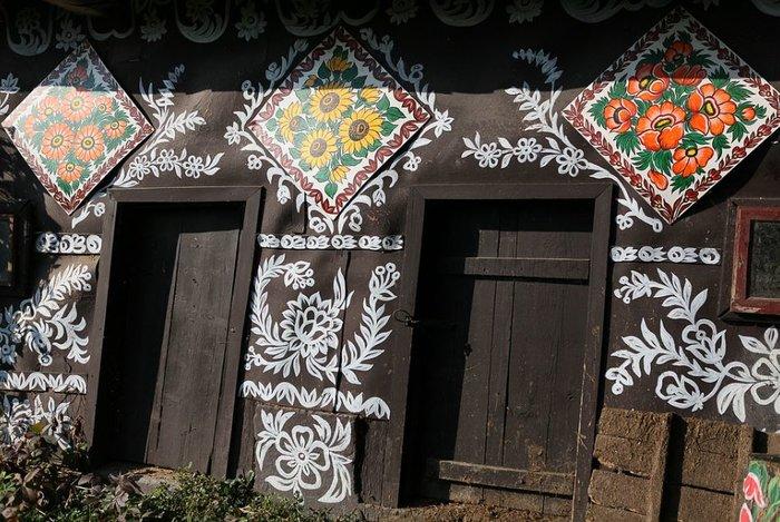 Ζαλίπιε: Ενα χωριό ζωγραφισμένο κυριολεκτικά με το χέρι - εικόνα 14