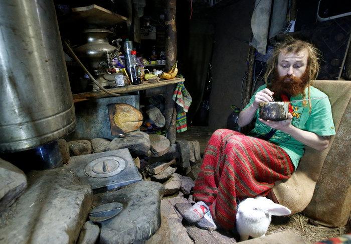Ρωσία: Ο άνθρωπος - χόμπιτ που ζει κάτω από τη γη