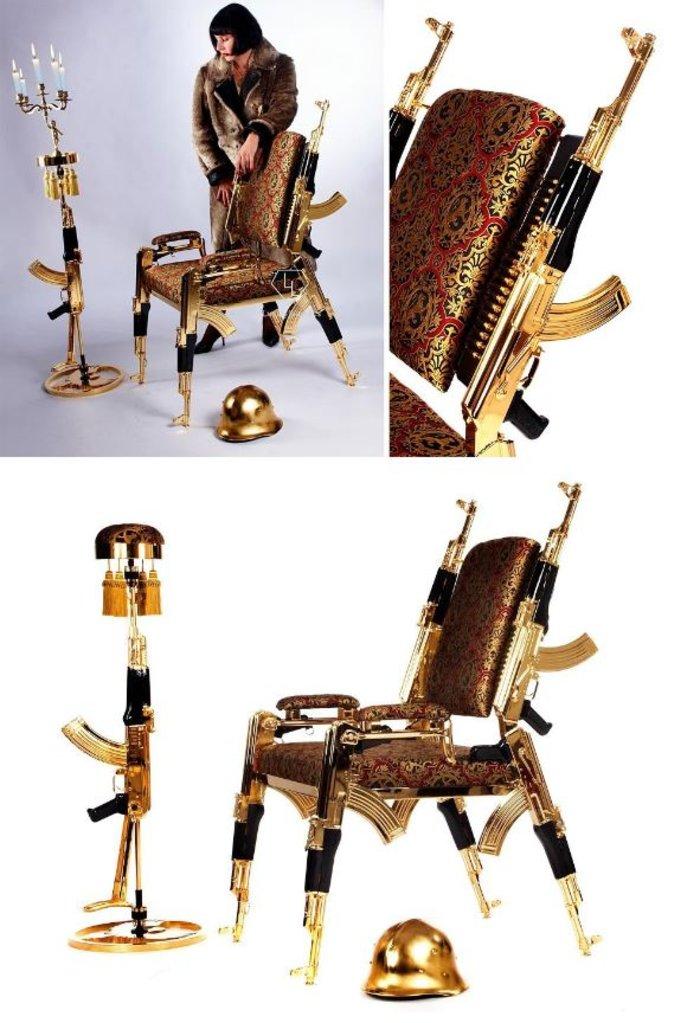 Απίστευτο: Επιχρυσωμένη καρέκλα από αληθινά καλάσνικοφ & πολυτελές ύφασμα!