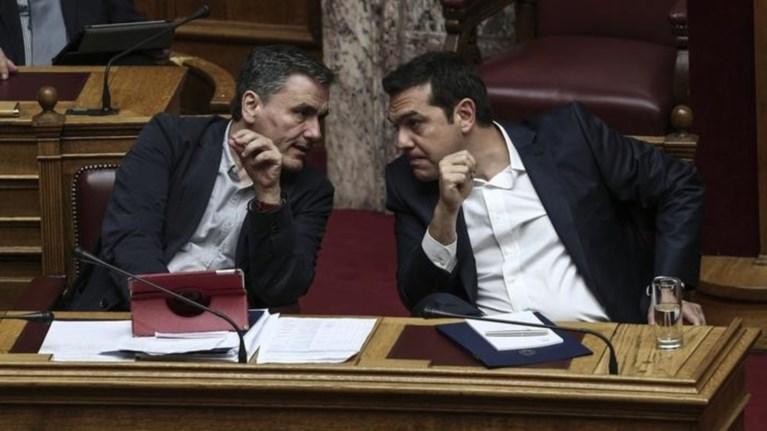 politikes-akrobasies-gia-tin-aksiologisi-twra-dexontai-nea-metra