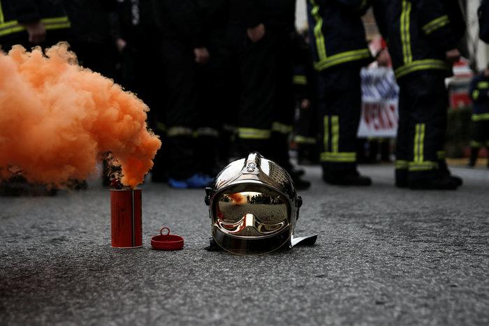 Εκρηκτικό κλίμα στους ένστολους - Τι ζητούν από την κυβέρνηση