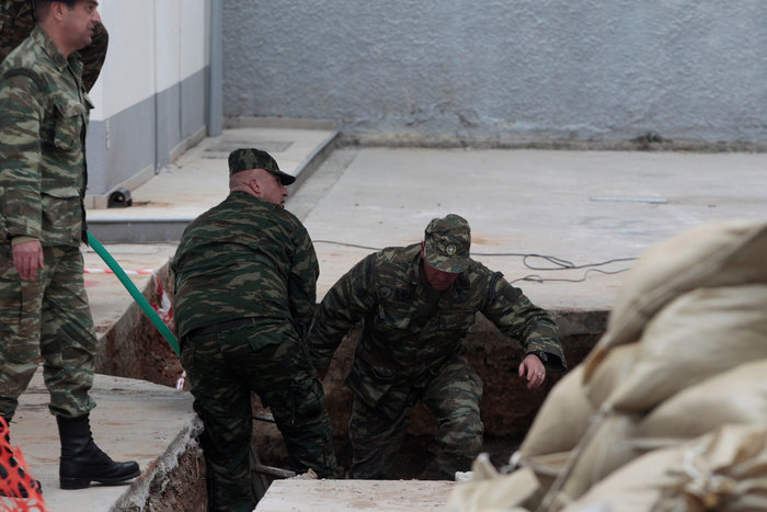 Σκηνές πολέμου για τη μεγαλύτερη εκκένωση ελληνικού χωριού εν καιρώ ειρήνης - εικόνα 2